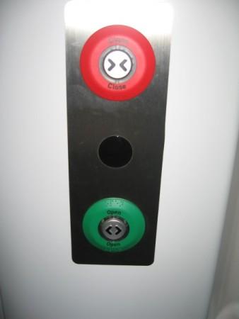 乗降ボタン