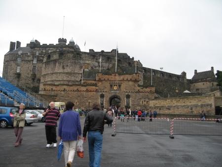エジンバラ城を正々堂々正面から
