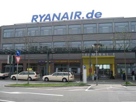 Ryanairの自前ターミナルの「外患」写真